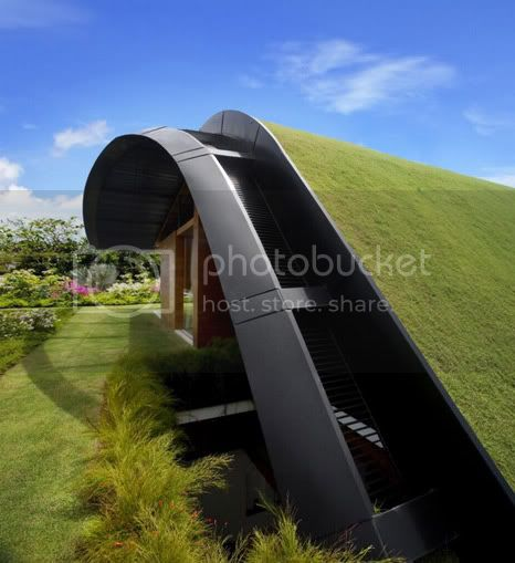 amazing villa Freshome 04 Meera House: a house in singapore with green roof and transparent swimming pool