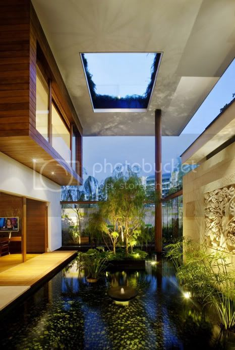 amazing villa Freshome 06 Meera House: a house in singapore with green roof and transparent swimming pool
